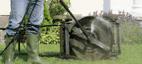 Rengøring af plæneklipperen med Nilfisk Click&Clean multivinkel-adapter