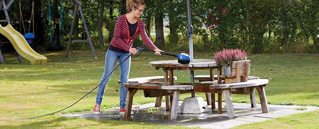 Rengør havemøblerne med Nilfisk Multi Brush 3-i-1 kit